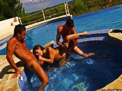 حمام السباحة, في العلن, مجموعات