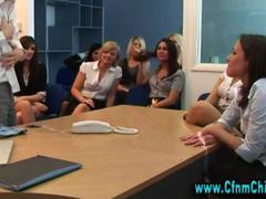 نساء مسيطرات, بنات, نساء كاسيات ورجال عراه, في المكتب