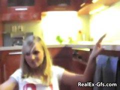 في المطبخ, صدور عالية, مراهقات, شقراوات, مع صديقى