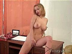 Të Rrume, Bjondinat, Në Zyre, Pornoyje, Masturbime