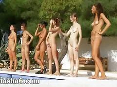حمام السباحة, عرى, سحاقيات, خارج المنزل, مجموعات