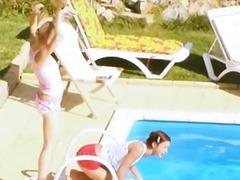 خارج المنزل, سحاقيات, مراهقات, سحاقيات, حمام السباحة