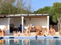 مراهقات, حمام السباحة, عرى, خلع الملابس, خارج المنزل