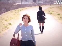 المتشبهون بالنساء, تعرى علناً, يابانيات, بالزيت, حك