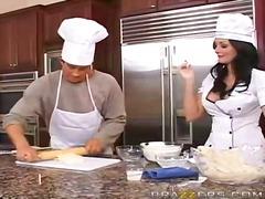 سيدات رائعات, بزاز, في المطبخ
