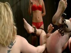 نساء مسيطرات, قضيب جلد, تقييد وسادية