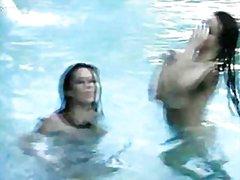 سحاقيات, حمام السباحة
