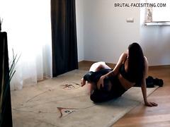 Femra Dominon, E Veshur Me Lëkurë, Bytha